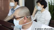 SEOUL, SOUTH KOREA - JUNE 12 : Patient & visitor wear a mask as a precaution against the MERS virus at Seoul National University Hospital in Seoul, South Korea, Friday, June 12, 2015. Kim Jong Hyun / Anadolu Agency Eingestellt von stu