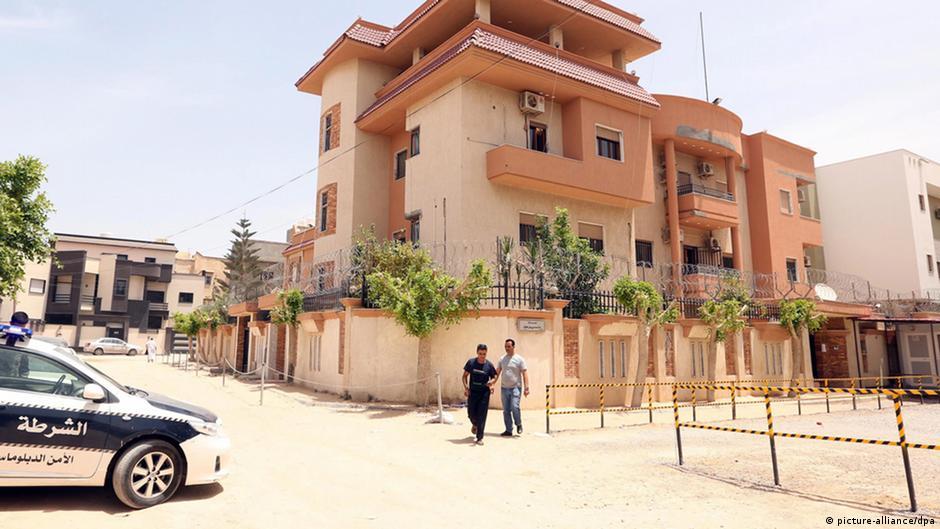 الإفراج عن موظفي القنصلية التونسية المختطفين في ليبيا   DW   19.06.2015