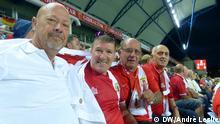 Brian, Sergio, Peter und Eric: Vier Fußball-Fans aus Gibraltar im Estadio Algarve, Faro, Portugal, am 13.06.2015 (Foto: DW/André Leslie)