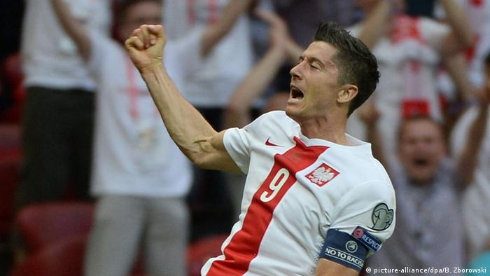 Fussball Robert Lewandowski jübelt
