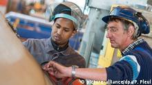 Deutschland Wirtschaft will Flüchtlinge leichter in Jobs bringen (Symbolbild)