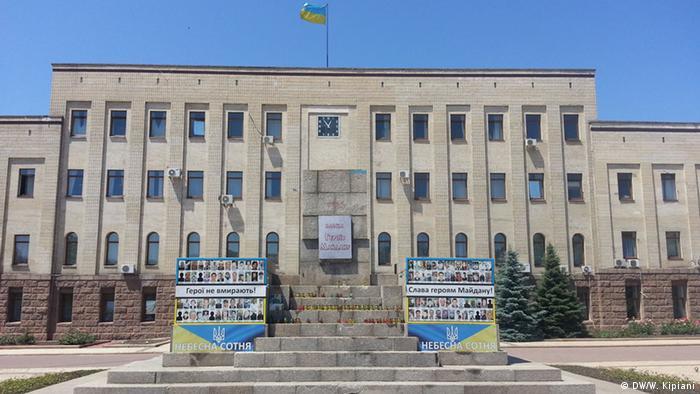 Постамент, де стояв вождь більшовиків Кіров, тепер став неофіційним пам'ятником Героям Майдану