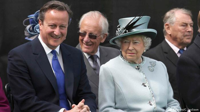 Großbritannien Queen Elizabeth und Cameron beim Magna Carta 800. Jubiläum