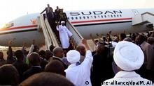 15.06.2015 epa04801166 Supporters of Omar al-Bashir cheer as the President returns from South Africa to Khartoum, Sudan, 15 June 2015. According to reports al-Bashir quickly left South Africa where he was attending an African Union (AU) Summit, after the International Criminal Court (ICC), who have charged him with war crimes, issued a request for his arrest, which was upheld by a South African court, though the President had already left and it could not be upheld. EPA/MARWAN ALI