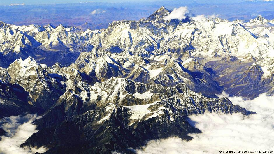Terremoto no Nepal deslocou Monte Everest | DW | 16.06.2015