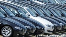 ARCHIV - Neuwagen des Herstellers BMW stehen am 14.07.2013 in München (Bayern) auf dem Betriebsgelände des Autobauers. Foto: Tobias Hase/dpa (zu dpa Europäischer Automarkt legt 2014 wieder zu vom 16.01.2015) +++(c) dpa - Bildfunk+++ pixel