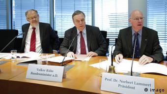Volker Rühe (Mitte) leitete die Kommission, Foto: