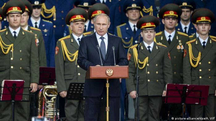Russland Putin bei der Militärmesse in Kubinka