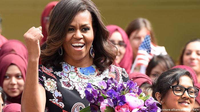 Michelle Obama Besuch bei einer Mädchenschule in London (picture-alliance/dpa/A. Rain)