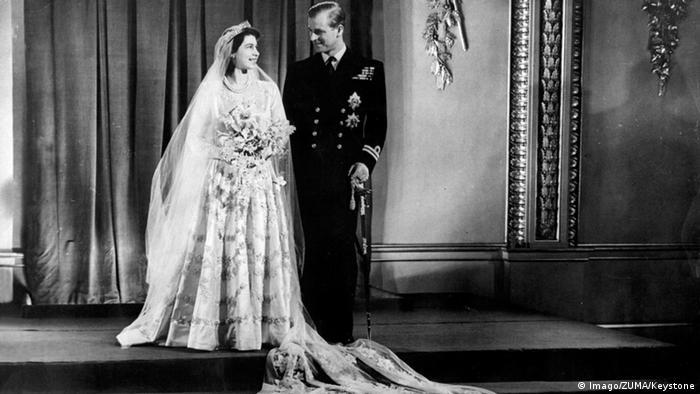 A rainha Elizabeth 2ª e o príncipe Philip em seu casamento em 1947.