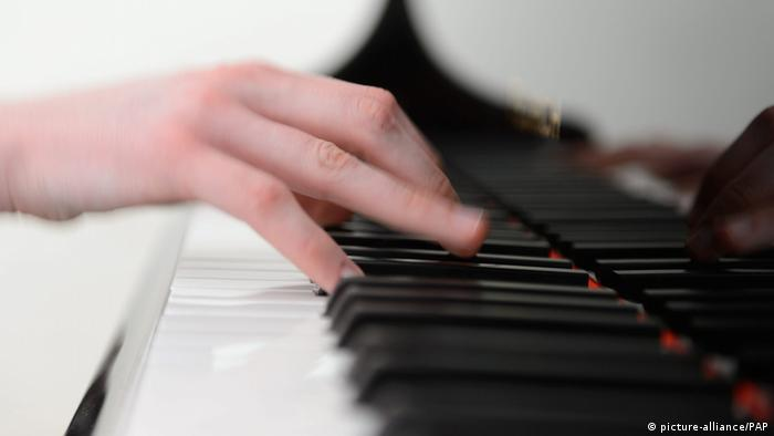 Hands on piano keys, Copyright: picture-alliance/PAP