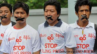 A silent protest on behalf of imprisoned journalists (Yangon, 2014), Foto: Soe Than WIN/AFP/Getty Images
