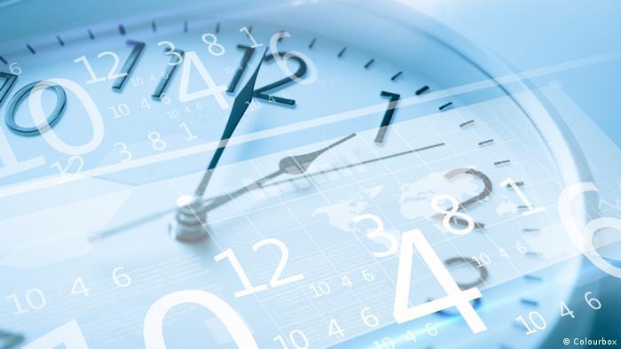 Symbolbild Uhr und Bildschirm