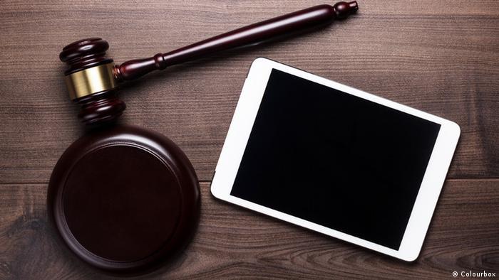 Handy im Gerichtssaal (Symbolbild)