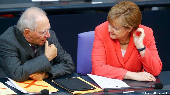 Deutschland Merkel und Schäuble im Bundestag