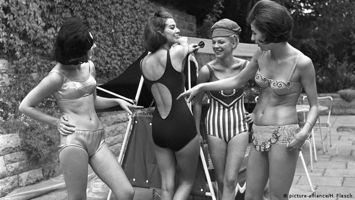 Історія купальника, плажна мода, купальники модельєра Андре Куррежа.