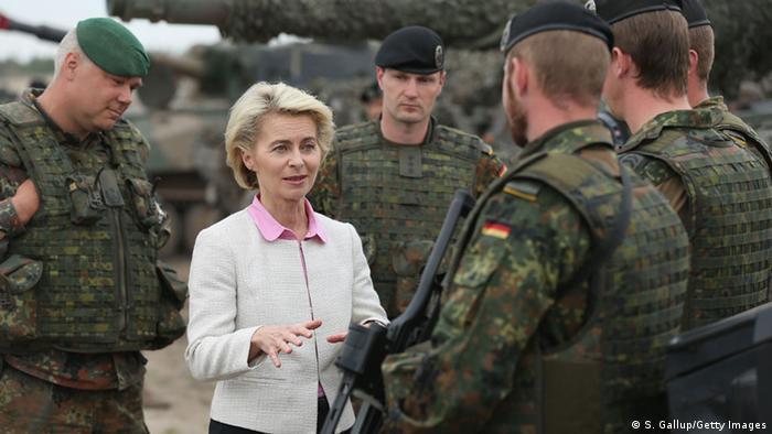 Міністр оборони ФРН на навчаннях НАТО в Польщі