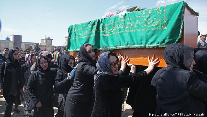 Women rights activists in Afghanistan carry farkhunda's coffin.