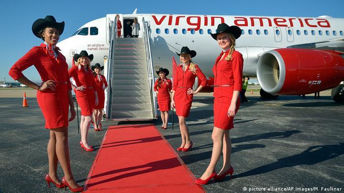 Стюардессы авиакомпании Virgin America