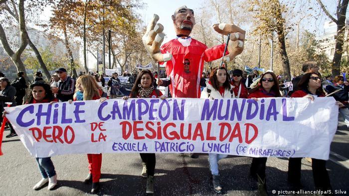 Manifestantes piden más justicia social en Chile (junio de 2015)