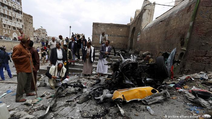 Destruction after a car bomb in Sanaa Photo: EPA/YAHYA ARHAB +++(c) dpa - Bildfunk+++