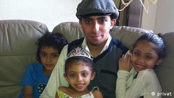 Raif Badawi mit seinen Kindern