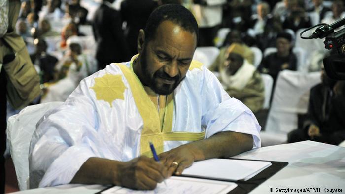 Tuareg Rebellen unterzeichnen Friedensabkommen in Bamako (Foto: AFP)
