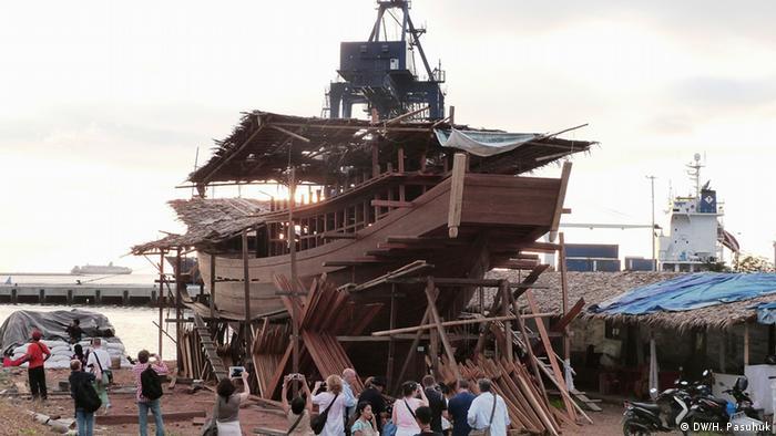 Traditioneller Schiffbau in Makassar