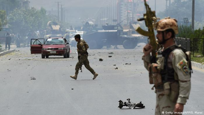 Afghanistan Explosionen und Schüsse am Parlament in Kabul (Getty Images/AFP/S. Marai)
