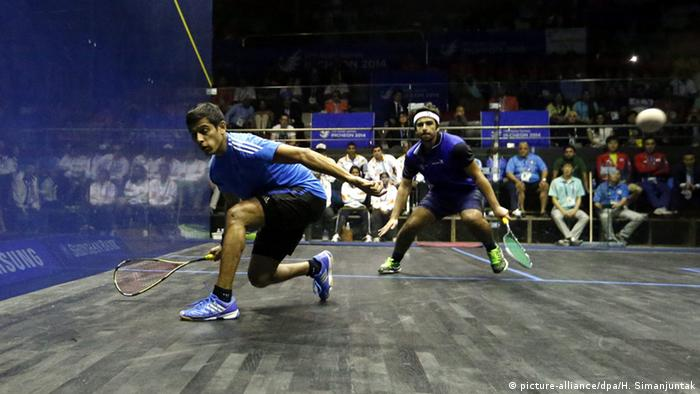 Squash game between Ghosal Saurav vs. Abdullah Almezayen