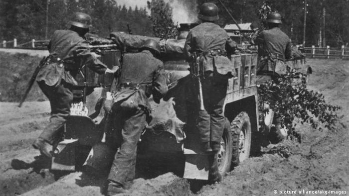 German soldiers advancing north-east of Dretun in Belarus, 1941