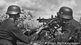 Солдаты вермахта с пулеметом