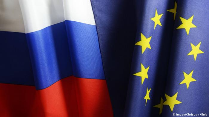 Russian flag next to an EU one (Imago/Christian Ohde)