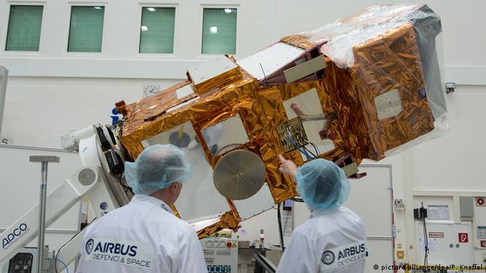 Інженери готують Sentinel-2 до подорожі в космос