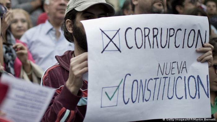 Symbolbild Chile Korruption (Getty Images/AFP/Martin Bernett)