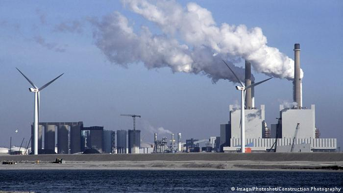 Windmill alongside coal fired power station in the Maasvlakte outer Rotterdam docks (Imago/Photoshot/Construction Photography)