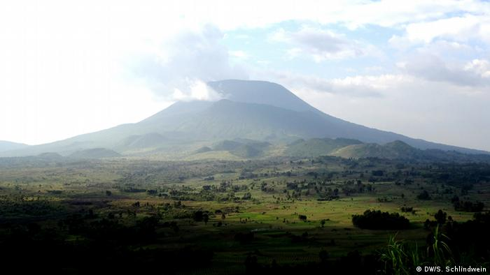 Kongo Nyaragongo Vulkan im Nationalpark (DW/S. Schlindwein)