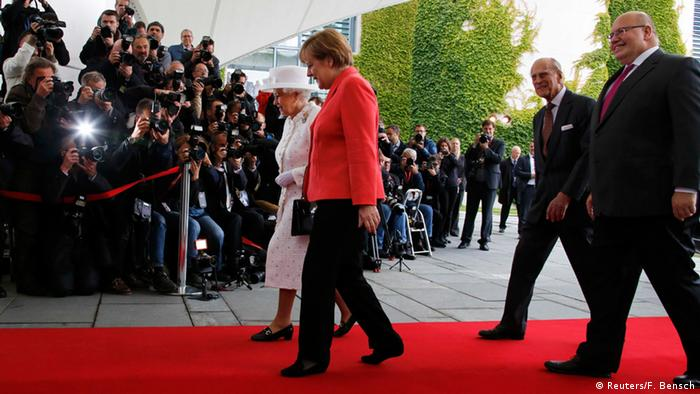 Deutschland Queen in Berlin bei Merkel