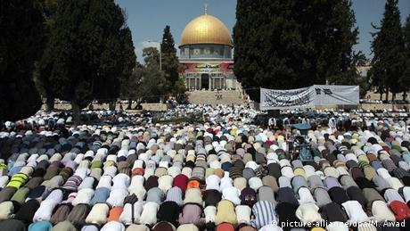 Israel Freitagsgebet Tempelberg Jerusalem (picture-alliance/dpa/M. Awad)