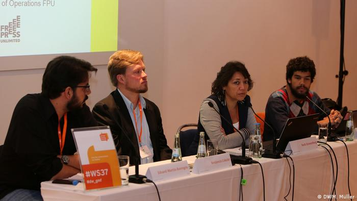 Debate en torno al periodismo ciudadano y la revelación de información.