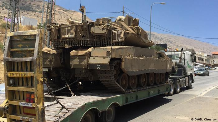 إذاعة: سقوط صواريخ على قرية إسرائيلية قرب حدود لبنان
