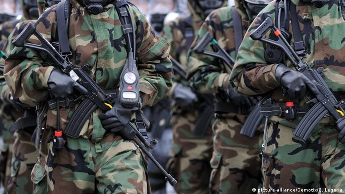 Fuerzas policiales especiales armadas en Bogotá, Colombia.
