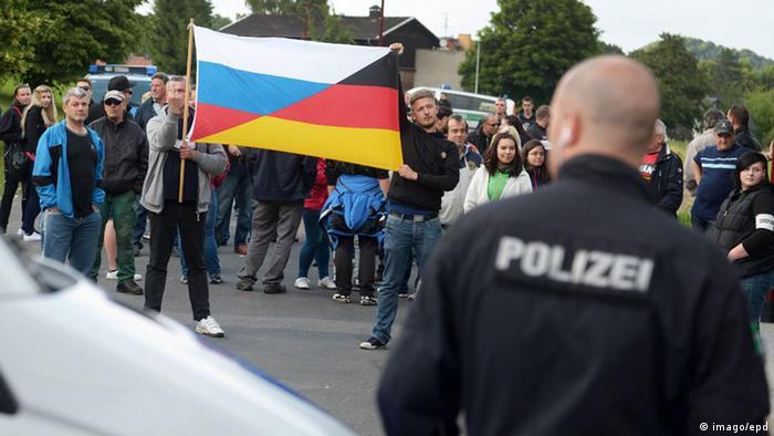 Freital Flüchtlingsheim Polizei und Demonstranten