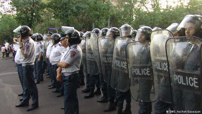 Армянские полицейские, 25 июня