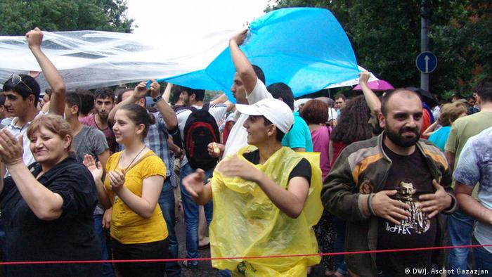 Участники акции протеста в Ереване, 25 июня