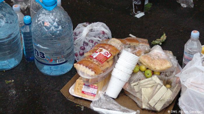 Продукты для участников акции протеста, 25 июня