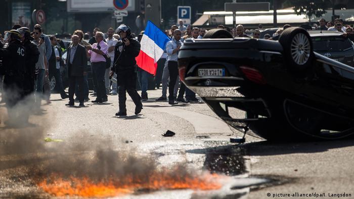 Taxi protests in Paris, France (picture-alliance/dpa/I. Langsdon)
