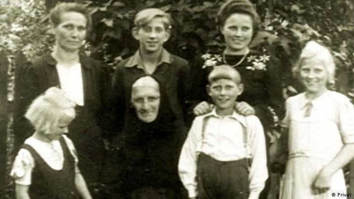 Сімейне фото. Вернер Кроковскі - другий справа в нижньому ряду