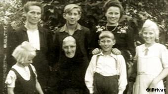 Familienfoto der Krokowskis. Werner ist der Zweite von rechts in der vorderen Reihe (Foto: privat)