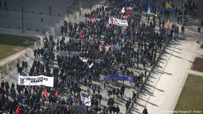 La Confech cifró en 100.000 los estudiantes universitarios, secundarios y profesores que se manifestaron este jueves en Santiago.